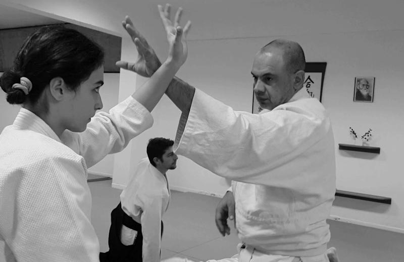 κάνοντας εξάσκηση στο aikido